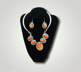 Embroidered necklace & earrings